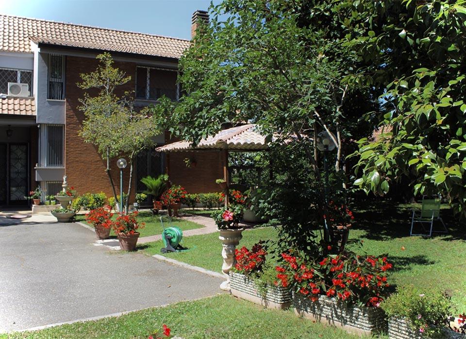residenza-anziani_grottaferrata_struttura_patio