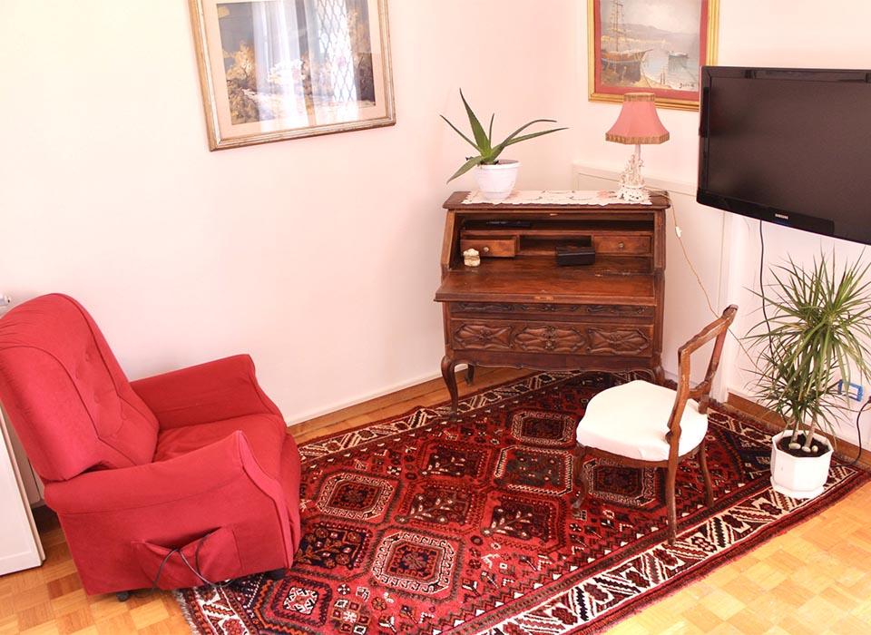 residenza-anziani_grottaferrata_struttura_salottino_tv