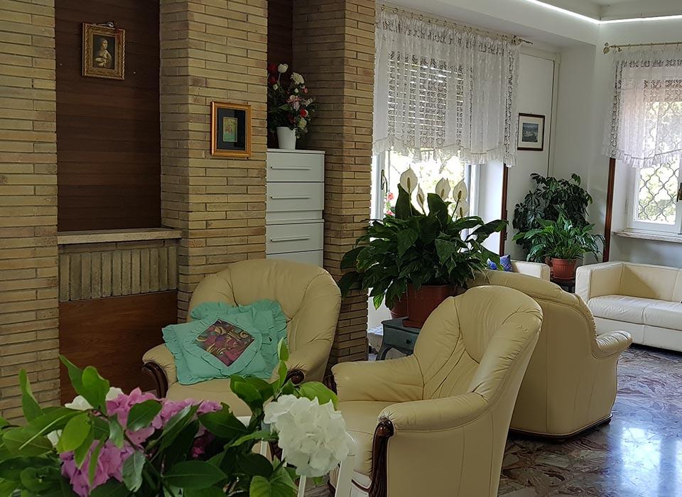 residenza-anziani_grottaferrata_struttura_salottino_relax